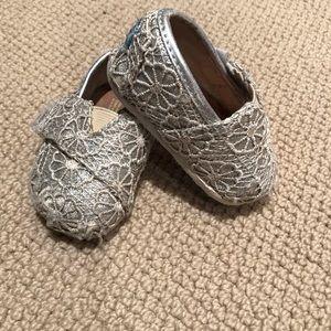 Toms Size T3 Shoes